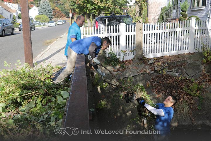 WeLoveU volunteers clean Wolf Creek in Ridgefield, NJ.