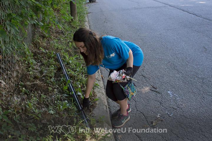 WeLoveU volunteers clean Bingham Park in Kentucky.