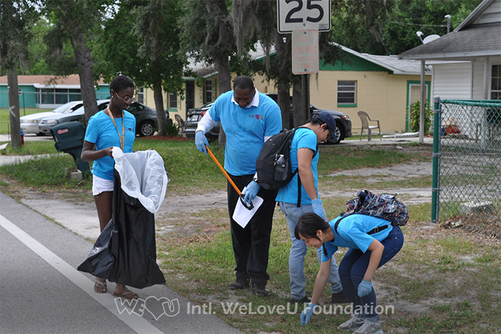 WeLoveU volunteers join Clean World Day in Florida.