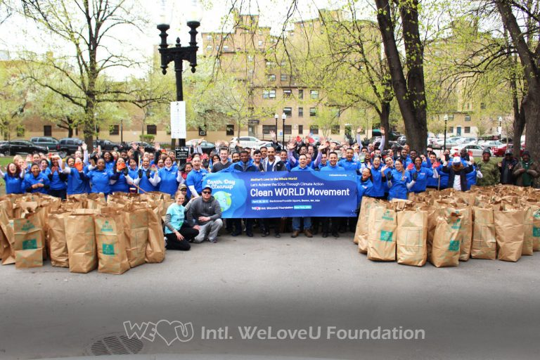 All Earth Day Cleanup participants take a group photo