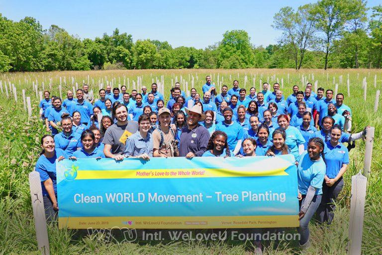 Group photo of WeLoveU volunteers