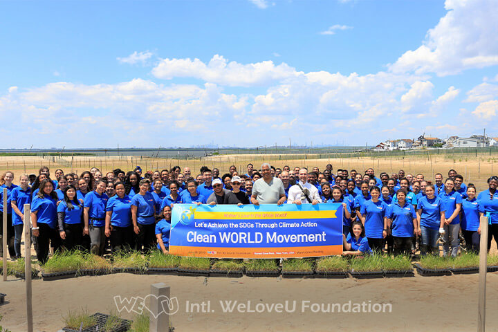 Group photo of WeLoveU Foundation volunteers at Sunset Cove Park