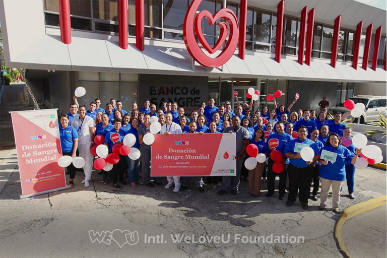 WeLoveU volunteers and blood center staff take a group photo in Puerto Rico