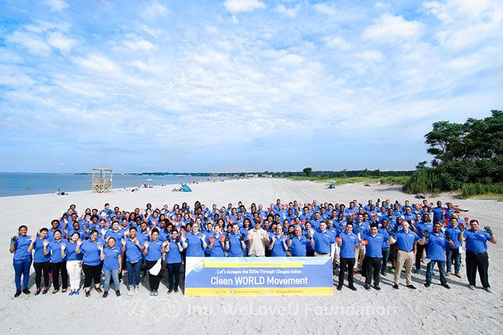 Group-shot-with-WeLoveU-volutneers-and-Hammonasset-State-Beach-Park-Supervisor