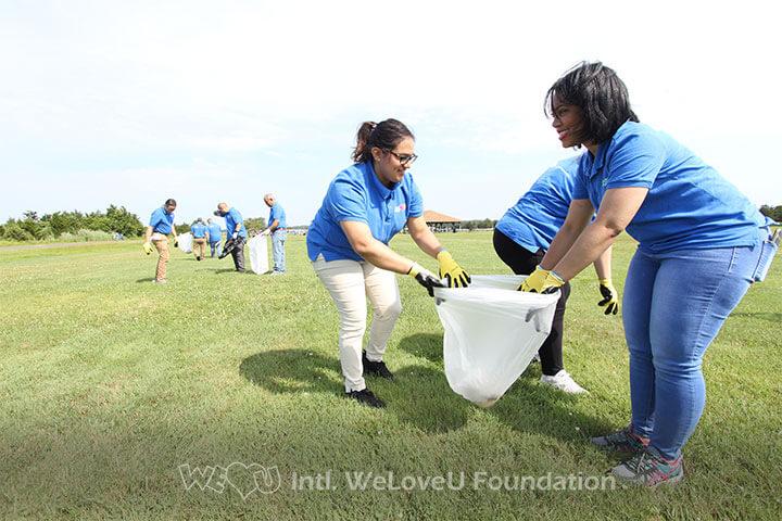 WeLoveU Foundation volunteers picking up trash at Hammonasset Beach State Park