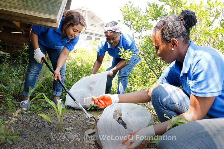 WeLoveU volunteers collecting litter