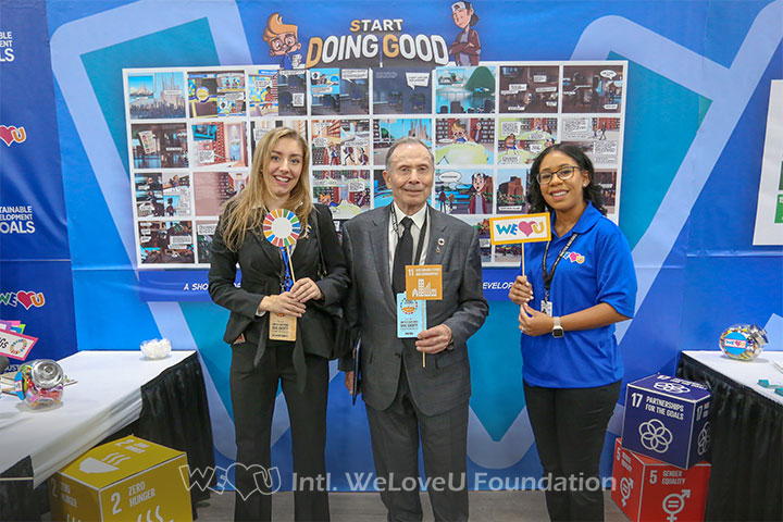 Ambassador visits WeLoveU's booth