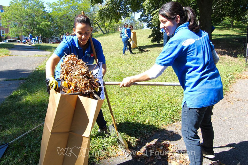 WeLoveU volunteers working together and cleaning Ceylon Park