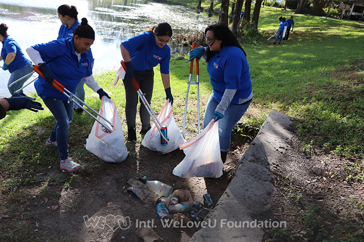 Cleaning together in effort to benefit Downtown Orlando's lakes