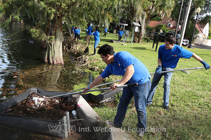 Volunteers remove visible trash from lake in Orlando, Florida